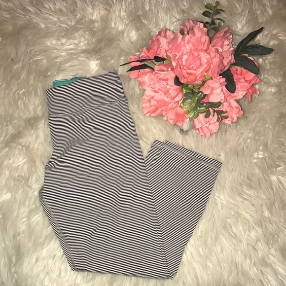 American Eagle Outfitters Pants - AE stripped leggings